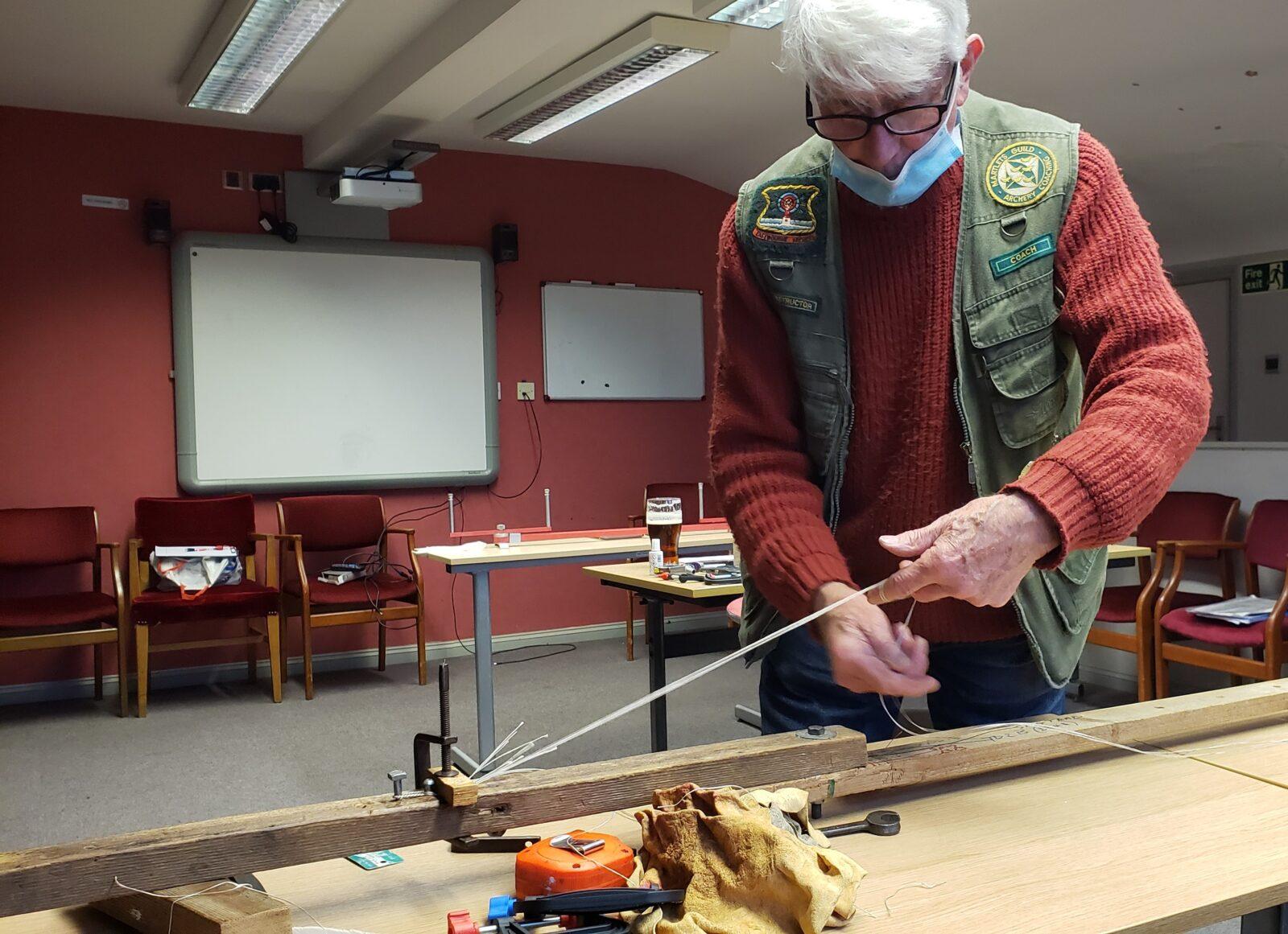 Don making a Flemish string